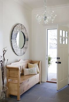 entry way. Love this mirror
