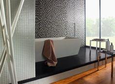 Szklane mozaiki rozświetlają i powiększają optycznie pomieszczenia, dodają blasku mnogością refleksów świetlnych.