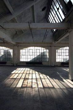 Empty Warehouse - Studio Dreams