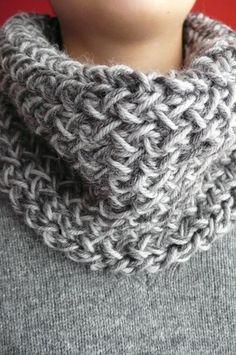 love this cowlt Crochet Scarves, Crochet Shawl, Knit Crochet, Knitting Designs, Knitting Patterns, Crochet Patterns, Loom Knitting, Baby Knitting, Cowl Scarf