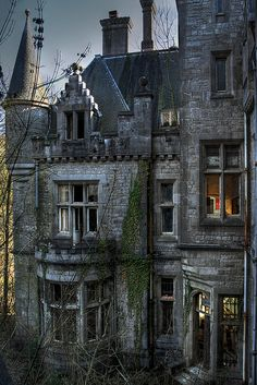 mansion enchanted architecture castle haunted eerie Ireland abandoned ruins old house Abandoned Buildings, Abandoned Castles, Old Buildings, Abandoned Places, Abandoned Vehicles, Spooky Places, Haunted Places, Old Mansions, Abandoned Mansions