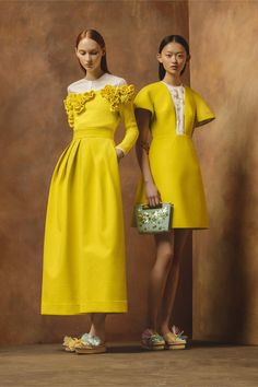 Delpozo Resort via Vogue. Looking for more yellow fashion & street style ideas? Check out my board: Yellow Street Style by Street Style // Runway Fashion // Spring Outfit Foto Fashion, Fashion Week, Fashion 2017, Runway Fashion, Fashion Art, Fashion Show, Fashion Design, Fashion Trends, Fashion Jewelry