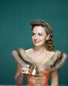 Donna Reed. Classic Beauty. Loved her in Its  a Wonderful Life.