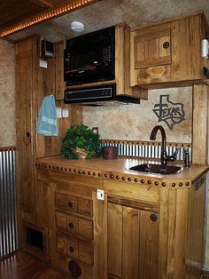 Horse trailer conversion ideas top in a gn horse for Decor quarters