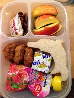 Mini-Fleischküchle, Hanuta, Frischkäse, Delphin-Sandwichbrot, Fruchtdrücker, Apfelschnitze