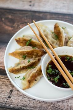 How to make Easy Asian Potstickers! I could totally go for some of these right now!