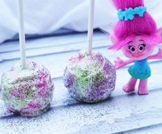 How To Make Glitter Cake Pops Like A Troll. Recipe inspired by the Dreamworks movie Trolls. Glitter Cake Pops, Glitter Jars, Glitter Bomb, Edible Glitter, Glitter Gif, Trolls Birthday Party, Troll Party, 6th Birthday Parties, 7th Birthday