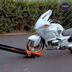 Motorcycle Ramp, Motorcycle Trailer, Bike Trailer, Motorcycle Design, Bike Design, Cool Gadgets To Buy, Car Gadgets, Truck Accessories, Motorcycle Accessories
