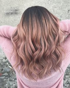 Are you going to balayage hair for the first time and know nothing about this technique? We've gathered everything you need to know about balayage, check! Cabelo Rose Gold, Rose Gold Hair, Pink Hair, Peach Hair, Silver Hair, Balayage Hair Rose, Ombre Hair, Rose Gold Balayage Brunettes, Ombre Rose