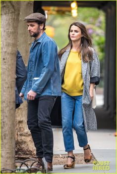 Matthew Rhys & Keri Russell Enjoy an Afternoon Stroll in NYC