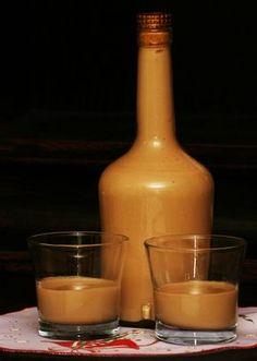 Šlehačku ušleháme se ztužovačem, a dáme do ledničky. Připravíme vanilkový puding, ale ne s mlékem, nýbrž se smetanou. Až puding vychladne,... Alcohol Aesthetic, Irish Cream, Baileys, Hot Sauce Bottles, Oysters, Smoothies, Food And Drink, Hummingbirds, Cocktails