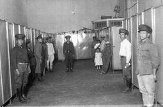 Título:  Presos en un cuarto de la cárcel de Santiago Tlatelolco Tema:  PRESOS Lugar de asunto:  México, D.F. Fecha de asunto:  ca 930