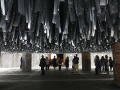 100 tonnellate di materiale di scarto a comporre la sala introduttiva della #BiennaleArchitettura2016
