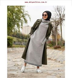 These attractive hijab winter outfits ideas will put you in the good books of the fashion police; a hijab goes naturally with the winter look! Islamic Fashion, Muslim Fashion, Modest Fashion, Fashion Outfits, Fashion Top, Fashion 2017, Fall Fashion, Hijab Chic, Casual Hijab Outfit