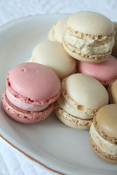 Luxemburgerli by herz-allerliebst, via Flickr (damn fuck those macarons hnggh)