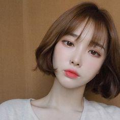 Ulzzang Short Hair, Korean Short Hair, Short Hair Outfits, Girl Short Hair, Medium Hair Cuts, Medium Hair Styles, Long Hair Styles, Pretty Hairstyles, Girl Hairstyles