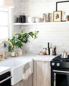 Always inspired by the beautiful home of @citysage, and this kitchen corner is no exception. #homestoryinteriors