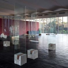 "Lina Bo Bardi's ""radical"" glass easels revived for exhibition of Brazilian art"
