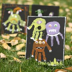 "Treat your child to a fun afternoon Halloween Monster ""Hand"" craft. It is so easy and creates a great decoration and souvenir to keep! Theme Halloween, Halloween Crafts For Kids, Holidays Halloween, Fall Crafts, Holiday Crafts, Halloween Decorations, Monster Crafts, Footprint Crafts, Handprint Art"