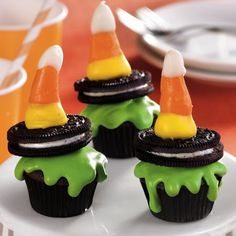These are as much fun to eat as they are to look at! Try these melted wicked #witch #cupcakes