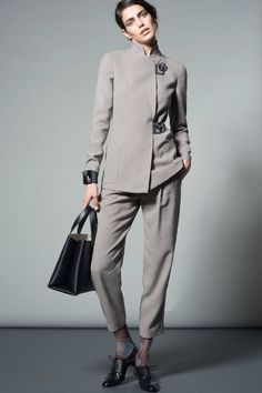 Catwalk photos and all the looks from Giorgio Armani - Pre Autumn/Winter Ready-To-Wear New York Fashion Week Suit Fashion, Fashion Week, New York Fashion, Fashion Show, Fashion Design, Giorgio Armani, Trends 2016, Armani Collection, Mode Costume