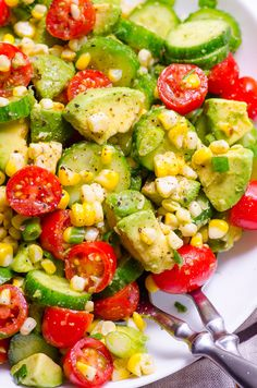 Healthy Salad Recipes This Corn Avocado Sa Food & Drink Healthy Snacks Nutrition Cocktail Recipes This Corn Avocado Salad Recipe is so tasty simple and refreshing for summer with fresh off the cob corn cucumber tomato avocado and a hint of lime. Avocado Salad Recipes, Healthy Salad Recipes, Diet Recipes, Vegetarian Recipes, Corn Avacado Tomato Salad, Simple Salad Recipes, Avocado Cucumber Tomato Salad, Vegetable Salad Recipes, Tomatoe Avacado Salad