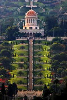 The Bahá'í Gardens in Haifa, Israel /// #travel #wanderlust