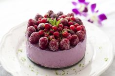 Tort cu mousse de rodie – raw pomegranate cake