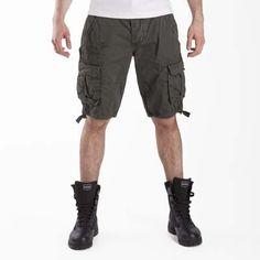 #Bermuda #EsercitoSportsWear #Aviazione #Esercito - Bermuda in cotone comodo e sportivo. Multitasche, fianchi, cosce e retro. Ricamo logo Aviazione Esercito sulla gamba. Ricamo logo marchio sul fianco.