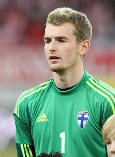 Geboren wurde Hradecky am 24. November 1989 in Bratislava, der damaligen Tschechoslowakei.