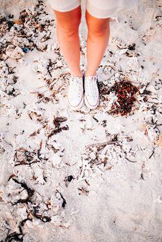 Белый песок на диком пляже. Follow me on Instagram @chebesovfilms Gili Air, Around The Worlds, Beach, Instagram, Seaside