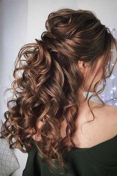 Having a rustic wedding theme? And a bit confused on what hairstyle you should g. Having a rustic wedding theme? And a bit confused on what hairstyle you should go with your rustic wedding–then look no further. We've rounded up. Bride Hairstyles, Down Hairstyles, Easy Hairstyles, Office Hairstyles, Stylish Hairstyles, Gorgeous Hairstyles, Hairstyles Videos, Hairstyle Short, School Hairstyles