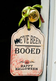 "Leave a ""BOO!"" on a neighbor's door for #Halloween with these cute free downloadable signs - Definitely more treat than trick!"
