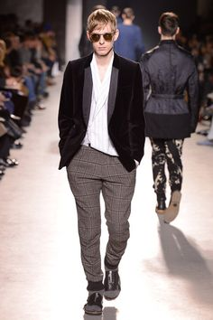 684bfca1be8 Dries Van Noten Fall 2013 Menswear Collection Photos - Vogue Winter  Collection