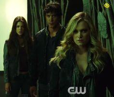 Clarke Griffin (Eliza Taylor), Bellamy Blake (Bob Morley), Octavia Blake (Marie Avgeropoulos)    The 100 season 2