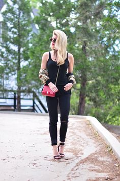 black jeans_black tank_ red lips and bag