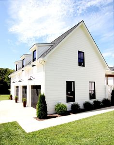 26 Amazing Modern Farmhouse Plans Design Ideas And Remodel. If you are looking for Modern Farmhouse Plans Design Ideas And Remodel, You come to the right place. Below are the Modern Farmhouse Plans D. Modern Farmhouse Design, Modern Farmhouse Exterior, Rustic Farmhouse, Farmhouse Style, Farmhouse Ideas, Farmhouse Addition, Craftsman Farmhouse, Farmhouse Garden, Farmhouse Lighting
