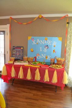 Xander's First Birthday Party: Winnie the Pooh via @amandafadler