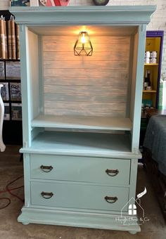 Transformation of hutch into a coffee/wine bar using Dixie Belle Paint in Vintage Duck Egg. Coffee Bar Design, Coffee Bar Home, Home Coffee Stations, Coffee Nook, Coffee Wine, Diy Furniture Renovation, Furniture Projects, Furniture Making, Furniture Makeover