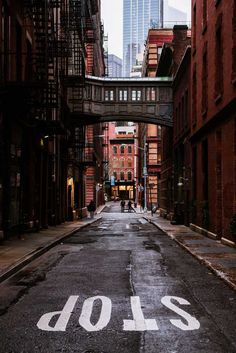 Our Favorite Places to Visit in New York City - - Oh man, New York City is amazing. There's a reason why they say, 'a city so nice they named it twice.' We fell in love with NYC after a recent. Voyage Usa, Voyage New York, City Aesthetic, Travel Aesthetic, New York Street, Streets In New York, Usa Street, City Vibe, New York City Travel