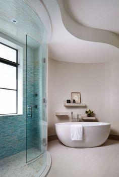 Une des salles de bains de cette résidence de vacances de luxe
