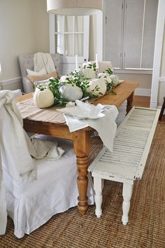 Rustic Neutral Thanksgiving dining room - a lovely beautiful way to decorate for Thanksgiving & all of fall for that matter. See how to put together this neutral Thanksgiving centerpiece.