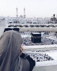 Beautiful Ka'ba in Mecca😍❤ Mecca Wallpaper, Islamic Wallpaper, Muslim Girls, Muslim Couples, Mekka Islam, Mekkah, Islam Women, Hijab Cartoon, Wallpaper Aesthetic