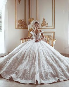 50 Wedding Reception Ideas To Make It A Day To Remember - Hochzeit Ideen Princess Wedding Dresses, Dream Wedding Dresses, Bridal Dresses, Wedding Gowns, Queen Wedding Dress, Quince Dresses, Ball Dresses, Ball Gowns, Weeding Dress