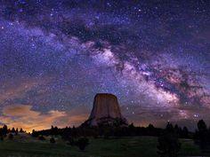 Imagen de la Vía Láctea. Devils Tower National Monument, Wyoming: Crédito: Wally Pacholka. Publicado por: @Learntoskywatch