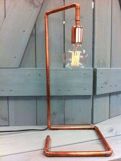 Industriële tafellamp van koper met kooldraadlamp 55x24x24cm. #glasnostart #tafellamp #verlichting #wonen #inrichting
