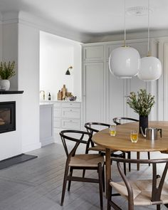 Dining Room Inspiration, Interior Inspiration, Kitchen Interior, Kitchen Design, Design Scandinavian, Swedish Kitchen, Interior Decorating, Interior Design, Dining Nook