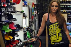 OBEY camisetas chica verano 2013 Street Wear, Bike, How To Wear, Clothes, Girl Clothing, Summer Time, Bicycle, Outfits, Clothing