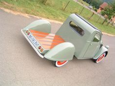 Citroën 2CV - Had no idea Citroen made a truck. Or is this a custom build? Interesting