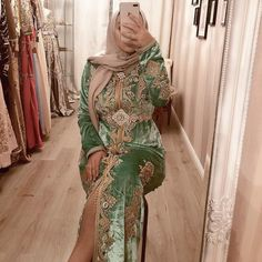 Likes, 26 Comments - 𝒟𝓇𝑒𝓈𝓈𝑒𝓈𝒷𝓎𝒞𝒽𝒶𝒾𝓂𝒶 Moroccan Bride, Moroccan Caftan, Kaftan Style, Caftan Dress, Oriental Dress, Oriental Fashion, Afghan Dresses, Arab Fashion, Mode Hijab